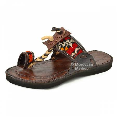 8e0e630059a757 Vintage leather sandals with a Berber touch